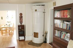 Här är en av de fullt fungerande kakelugnarna i den gamla ursprungliga delen av huset.