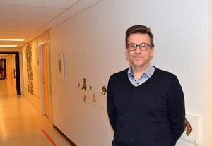 Vesa Juujärvi är verksamhetschef på den vårdcentral i länet som anlitar flest hyrläkare.
