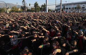 Kvinnor protesterar i Santiago i Chile. Foto: Esteban Felix/TT/AP