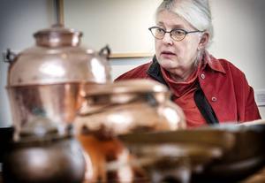 Hälsinglands bönder sålde linet på marknader. Med sig hem hade de ofta bruksföremål i koppar.