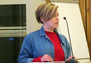 Clara Ericson redogjorde för Vänsterpartiets budget.