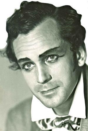 Åke Collett var operasångare och sjöng bland annat med Jussi Björling och spelade 1943 in en film med Nils Poppe,