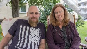 Mikael och Jenny Djupenström från Fagersta driver en ideell verksamhet för att hjälpa dem som av olika anledningar har det tuffare ekonomiskt.