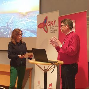 Moderator Ann-Louise Rönestål Ek och klimatforskaren Michael Tjernström.