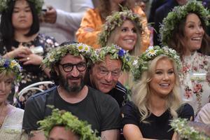Fares Fares tillsammans med Jonas Gardell, författare, artist och Isabella Löwengrip, entreprenör, influencer under presentationen av årets sommarvärdar för P1:s radioprogram