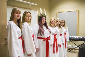 Årets luciatåg består av Gabriella Enkvist, Ellen Danhard, Saga Almström, Felicia Malmström Fack, Vendela Jonsson och Tilde Haglund.