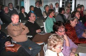 Vårkänslor. Här en del av de 95 besökarna som ville veta mer om den populära blomman