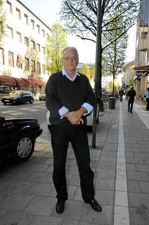 Lars Hjalmarsson, 63 år, HallsbergJeans: DressmanSkor: Amerikanska loafersSkjorta: StrandbergsTröja: Murray, från Strandbergs