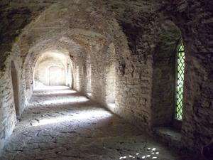 Vi var i Tallinn och gick runt i den mysiga gamla stan. Där gick vi in i Tallinns äldsta stenhus,numera kloster. Det var en mycket stark upplevelse-snacka om historiens vingslag!
