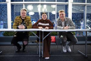 Freddie Liljegren, Dao Di Ponziano och Gottfrid Krantz laddar inför autografskrivandet.