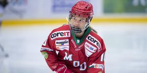 Wilma Sundin spelade en av huvudrollerna när Modo slog Brynäs borta och tog tre mycket viktiga poäng på söndagen. Bild: Erik Mårtensson/Bildbyrån
