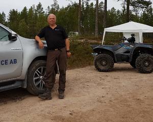 Håkan Magnil leder arbetet med eftersläckning vid Torgås.Foto: Privat