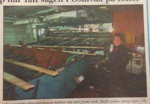 Christina Wennberg arbetar vid sågen i Östavall.                                      ST 23 november 1993.