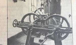 När den industriella produktionen sköt fart användes den här handdrivna maskinen för att bereda råvaran.