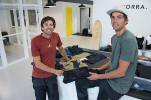 Nynäshamnsduon Jacob von Matern och Petter Zachrisson lanserar friluftsplagg från Nynäshamn.