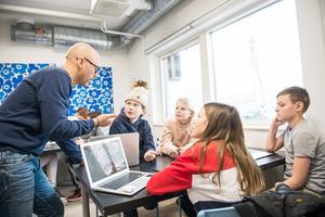 Debattören ser det som en självklarhet att att undervisning ska bedrivas av legitimerade lärare. Foto: Alexander Olivera/TT