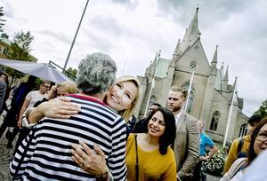 Kramar och selfies - alla ville hälsa på kristdemokraternas partiledare Ebba Busch Thor vid hennes Örebrobesök.