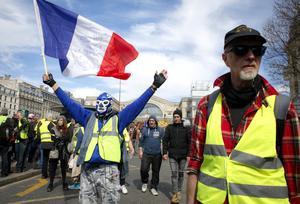 Att norrlänningar skulle klä sig i likadana gula västar som i Paris och protestera mot att Norrland beskattas hårt ser inte Jan Englund (SD) som uteslutet. Foto: Thibault Camus