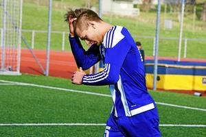 Hemma på Kramfors IP var Petter Thelin och hans lagkamrater närmast omutliga – precis som damerna. Stödet på läktarna gick inte att ta miste på heller; fotbollen är het i Kramfors.