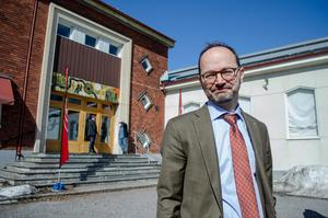 Infrastrukturminister Tomas Eneroth besökte årskongressen i Borlänge för Socialdemokrater i Dalarna. Han pratade en del om infrastrukturen i Dalarna men kunde ännu inte ge några klara besked när det kommer till satsningar och summor.
