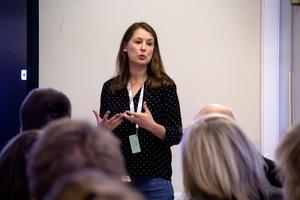 Maja Lilja håller på med ett pilotprojekt om hur utomeuropeiska kvinnor ska ta sig in i samhället.