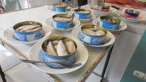 Surströmmingen stod framdukad på borden och 110 personer i PRO Brunflo fick en kulinarisk upplevelse. Foto: Kaj Eriksson