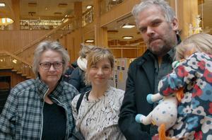 - Fler sådana  här happenings och mötesplatser, tycker Annica Berg-Staflin (till vänster). Bredvid: Anna Granqvist, Josef Rhedin och Lea Rhedin.