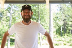 Andreas Kindahl är vd för Hölicks havsresort och hoppas att folk kommer ta sig tid att åka från Hudiksvall till det nya spat.