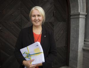 Christina Westman, Östersunds kommuns budgetchef med tre års prognos över inkomster och utgifter.