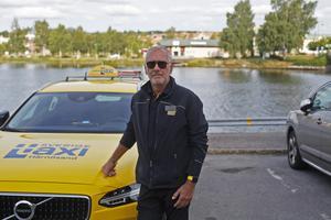 Göran Sjögren har haft sin personliga skylt på taxin i ett halvår.
