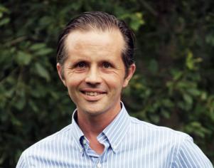 Lars Lindh är tillförordnad ordförande i Edsbyns IF Bandy – och han vill se en bred front mot de alltmer populära energidryckerna.
