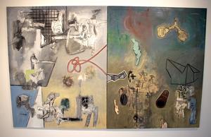 Tapani Björkbacka delar sina målningar i två motiv för att ska motsättningar och dynamik i dem.