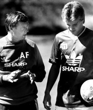 Jonny Rödlund med legendariske Manchester United-managern Alex Ferguson. Foto: VLT Arkiv