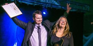 Berne och Annica Brenje tar emot utmärkelsen Årets företagare i Krokoms kommun. En månad senare vann de utmärkelsen för hela länet och nu kan de ta hem det för hela landet.