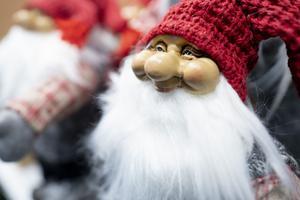 Julstämningen som slår ett slag för det lokala sker i Grythyttan dagen före julafton när en ny julmarknad hålls i anslutning till torget. Foto: Fredrik Hagen/TT