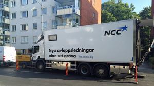 Lastbilen som används vid upprustningen av VA-ledningarna. Foto: Joakim Lindholm/Nynäshamns kommun