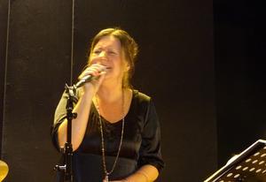 Sångerskan Maria Bervelius har DET, som vissa kvinnor har. Maria älskar framförallt jazz, blues och sin publik. Foto: Christina Häggkvist
