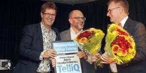 Så sent som i höstas belönades TelliQ på VM-festen som årets tillväxtföretag i Västra Mälardalen. På bilden tar Erik Ljung och Joachim Lindkvist från företaget emot utmärkelsen av Sparbankens Mikael Bohman.