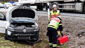 En personbil och en lastbil är inblandade i olyckan. Foto: Alexander Koivisto