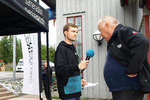 Producent Olle Kejonen fångade in frågor från publiken. Jan Fjällgren från Mittådalen tyckte det var mycket