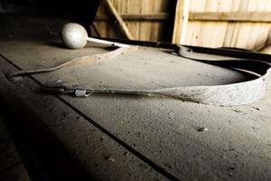 6. Remmar som troligen användes för att hålla kistan på plats.