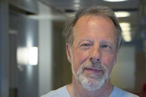 Börje Svensson, chefläkare inom primärvården i Gävleborg, anser att patienter ibland överutreds och får neuropsykiatriska diagnoser på felaktig grund hos de privata vårdgivarna.