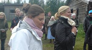 Kronprinsessan Victoria och prinsessan Madeleine är på Svedbovallen.