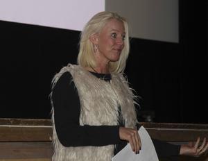 Bildning, fritid och kulturs chef Carina Nilsson förklarade att det är nya regler från Skolverket samt vikande antal elever som ligger bakom att det nu görs en utredning kring hur skolan i Vemdalen ska se ut i framtiden.