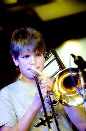 JAZZAR. Kulturskolejazzen gick av stapeln i Sandvikens Folkets hus i går. Den unge trombonisten Mats Hägerlind var solist när GUBB, Gävleborgs Ungdoms Big Band, spelade Bertil Fälts låt Verkmackan