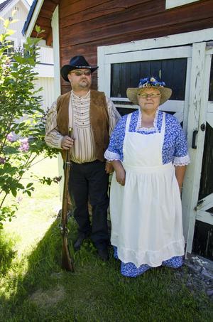 Paret åker till sitt lilla hus så ofta de kan.