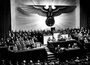 Adolf Hitler förklarar USA i krig 1941. Foto: Okänd