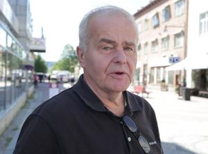 Centerbasen Jan Karlsson väljer att i några dagar till passa på frågan om de borgerliga ska samarbeta eller söka stöd från SD för att få till maktskifte i Stadshuset.
