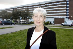 Region Västernorrlands personaldirektör Ewa Strömsten förklarar att man planerar satsningar för att höja lönen för personal med lång erfarenhet.