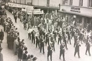 1 maj-demonstration 1963 vid Smedjegatan i Västerås. Nästan 3000 deltog.